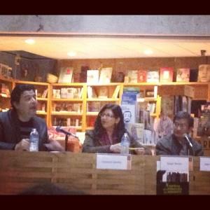 Magali Tercero, flanqueada por Leobardo Sarabia (izq.) y Jose Luis Martinez, en la presentacion de Cuando llegaron los barbaros durante el X FELINO en Tijuana, 2012