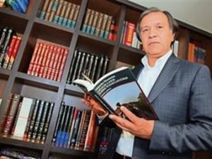 Alejandro Hernandez, autor de Amaras a Dios sobre todas las cosas.
