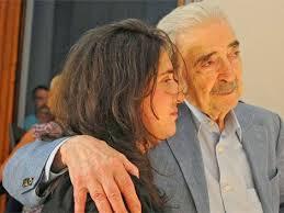 Juan Gelman, con su nieta