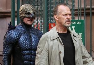 Keaton, seguido de Birdman, su alter ego.