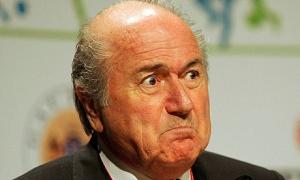 Blatter siente chiflidos en el queso suizo.