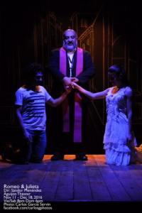 Romeo y Julieta, casados por Fray Lorenzo.  Foto: Carlos Garcia Servin
